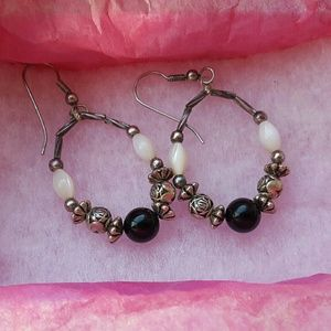 Jewelry - Vintage black white stone silver tone earrings